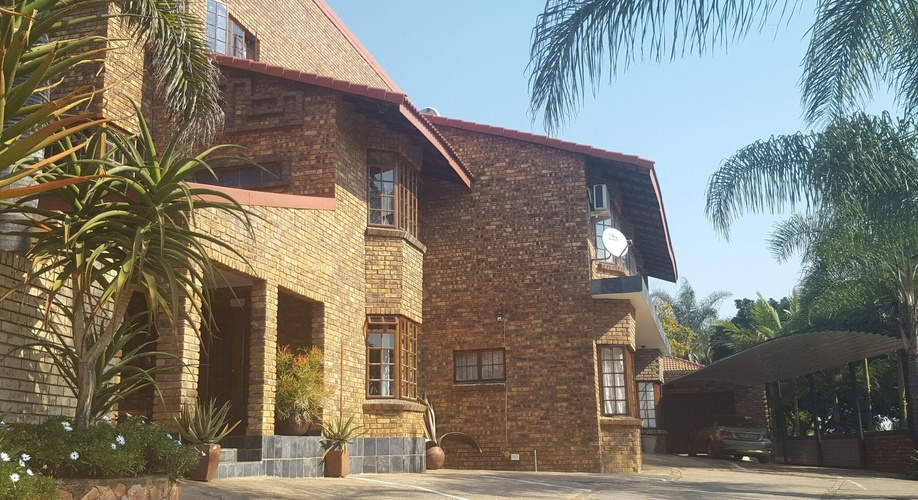 Aloe Guesthouse is only 15km from the city centre
